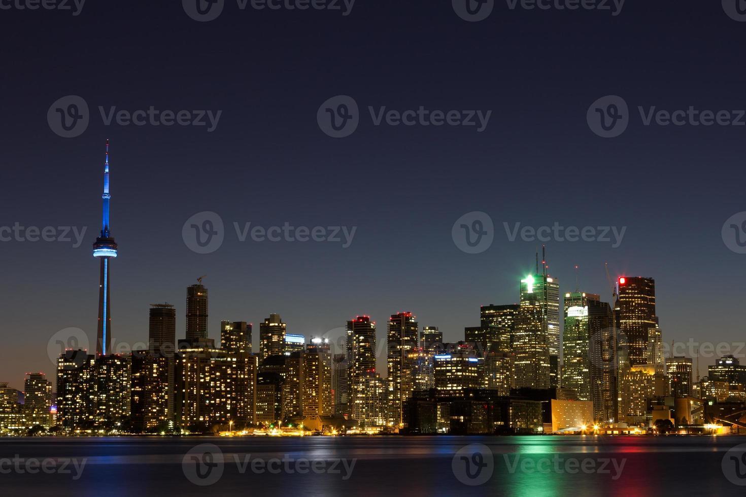 Toronto Skyline in der Abenddämmerung mit Copyspace foto