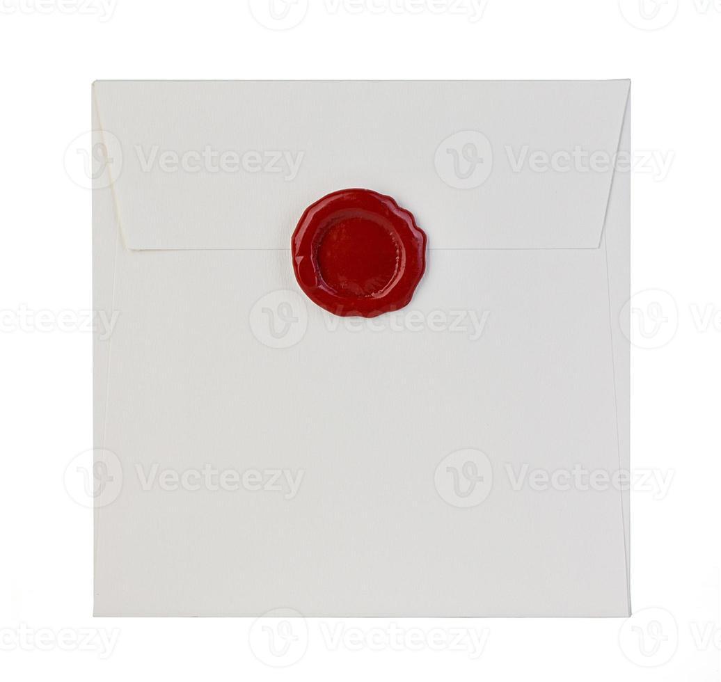 weißer Umschlag lokalisiert auf weißem Hintergrund foto