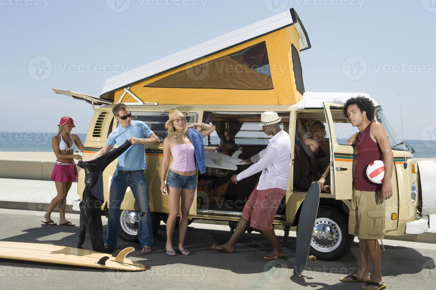 Jugendliche mit dem Wohnmobil foto