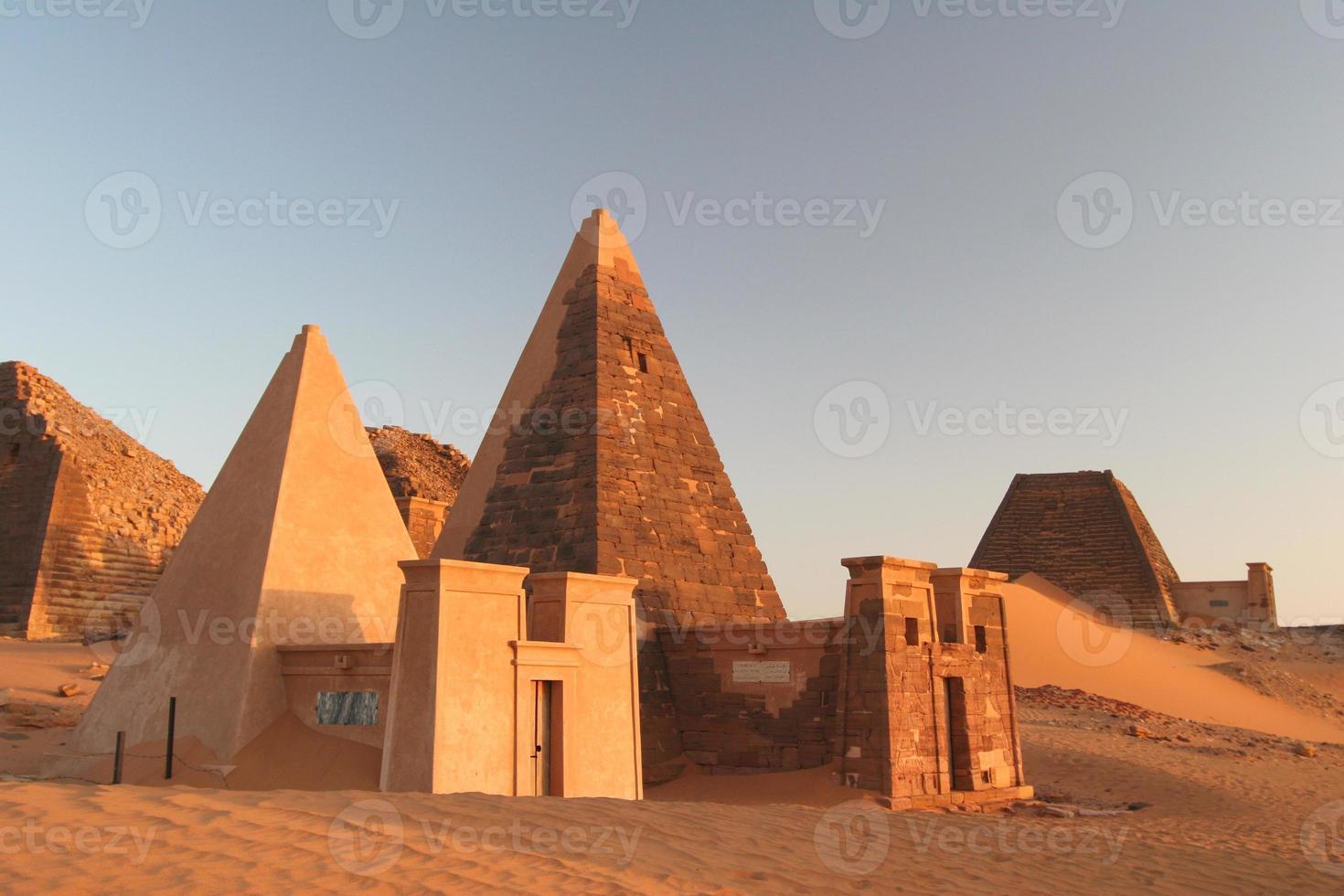 berühmte Meroe-Pyramiden foto