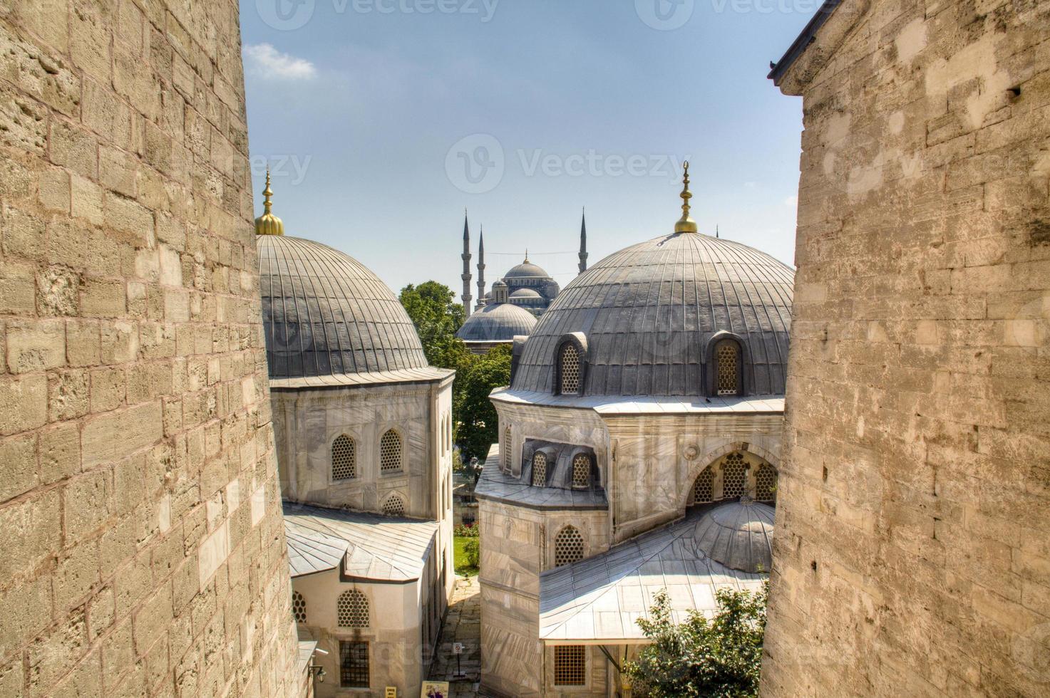 blaue Moschee von der Hagia Sophia aus gesehen foto