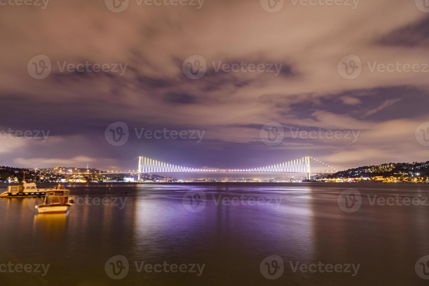 Istanbul Bosporus Nachtszene foto