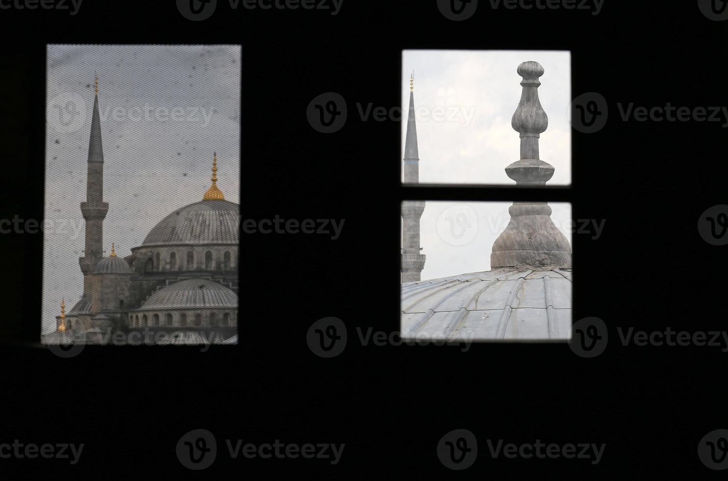 Fenster gerahmte blaue Moschee foto