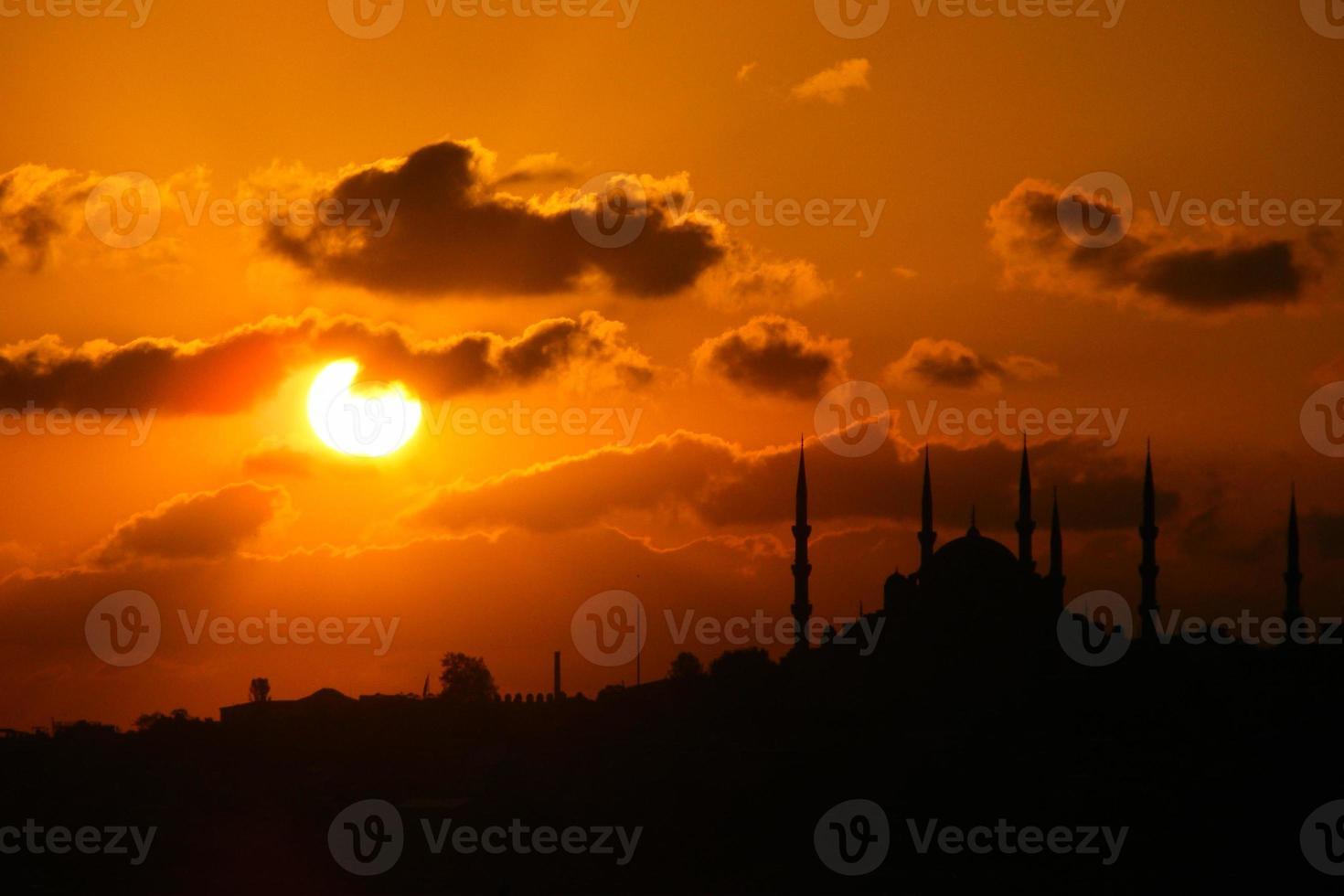 Stadt Silhouette von Istanbul Bosporus foto