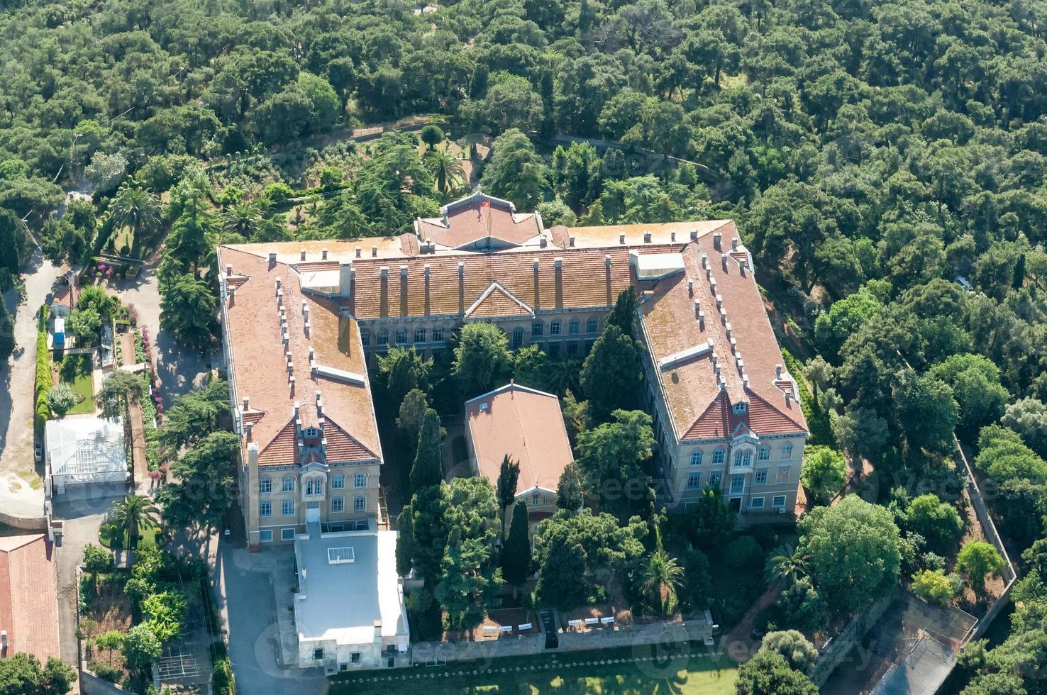 Istanbul Luftaufnahme. Theologische Schule von Chalki foto