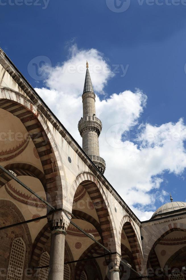 Blick auf den Innenhof der blauen Moschee foto
