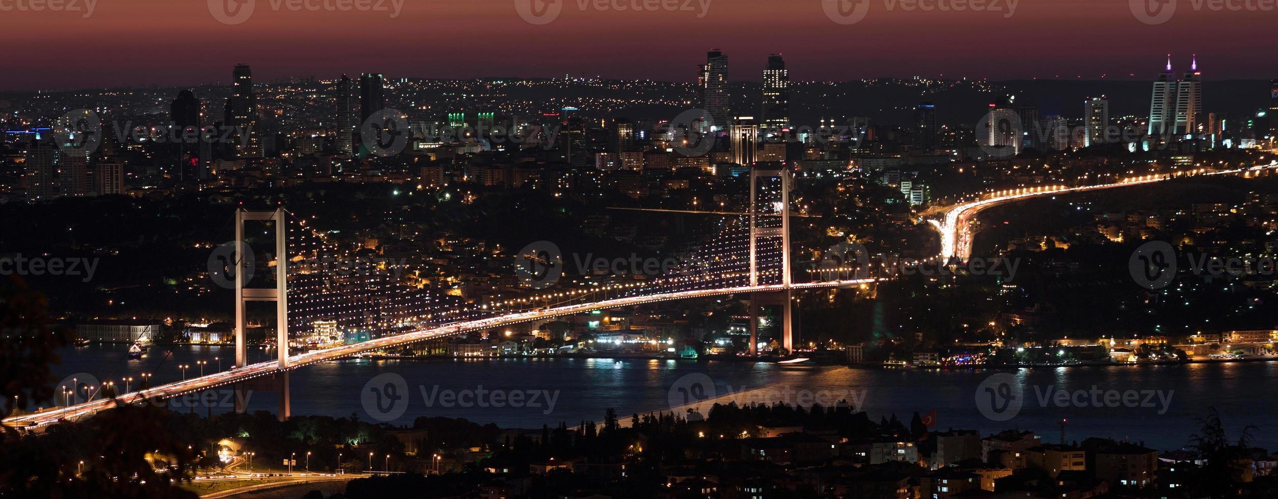Bosporusbrücke bei Nacht foto