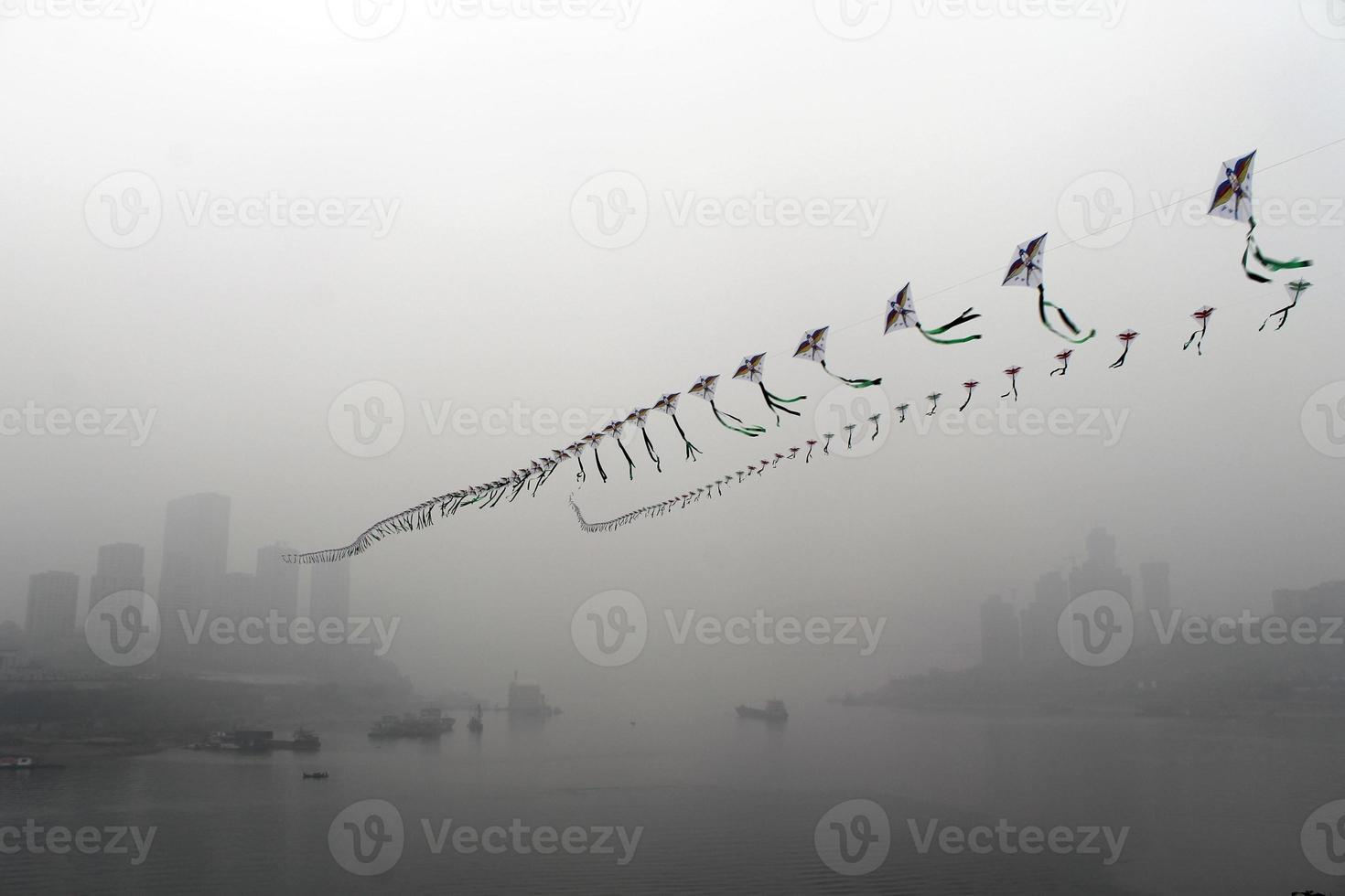 Drachen im Nebel foto
