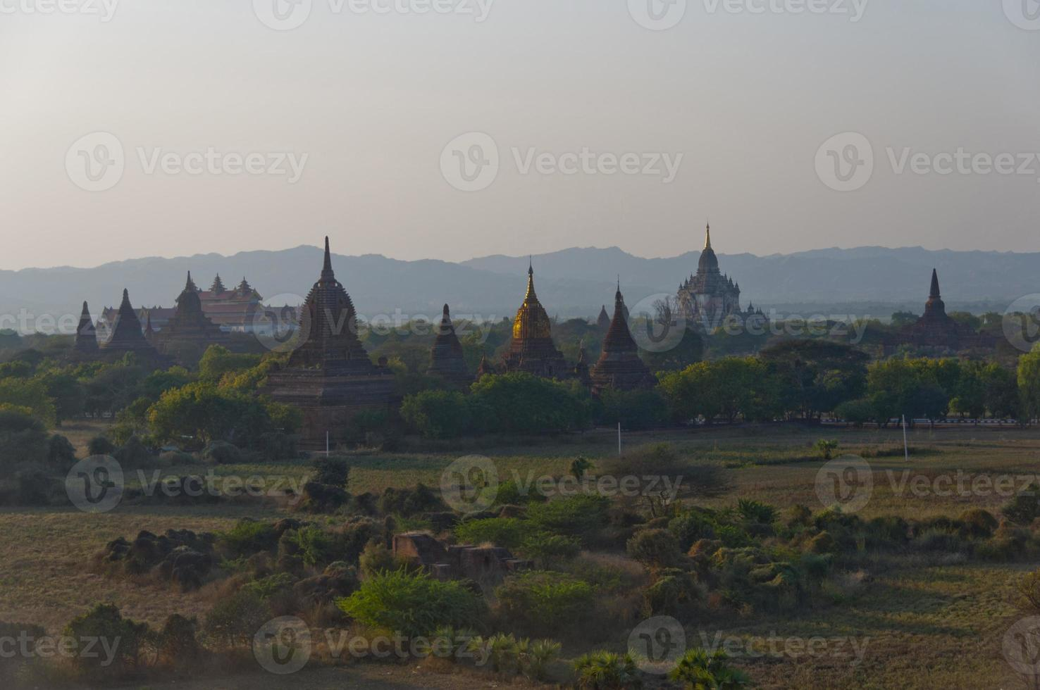 Bagan bei Sonnenuntergang foto