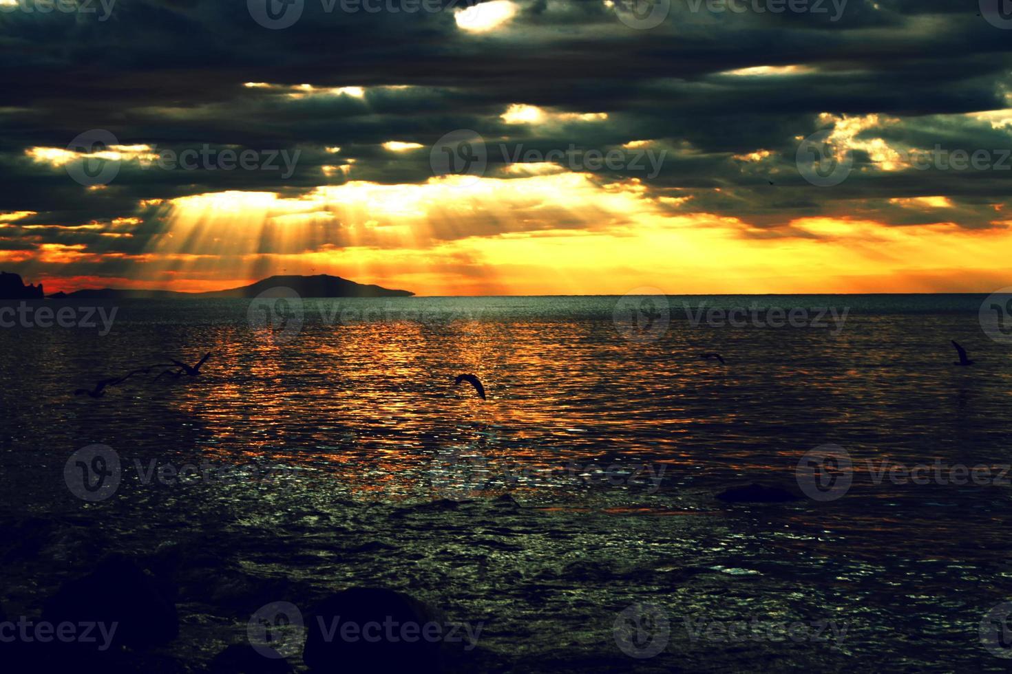 Seelandschaft während des Sonnenuntergangs foto