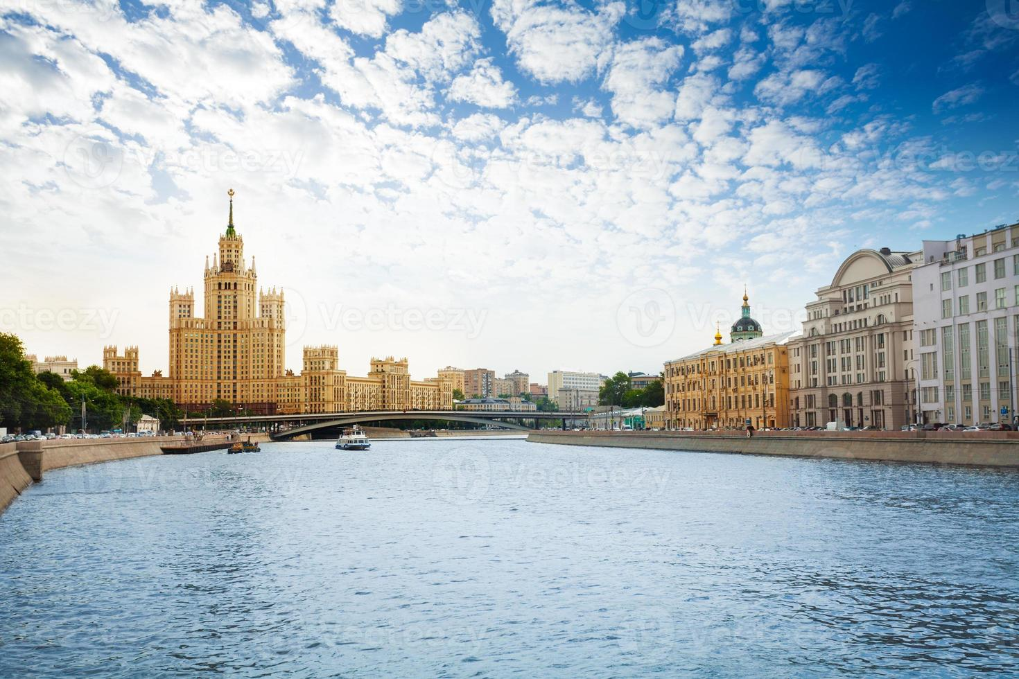 Kotelnicheskaya Böschung am Moskauer Fluss foto