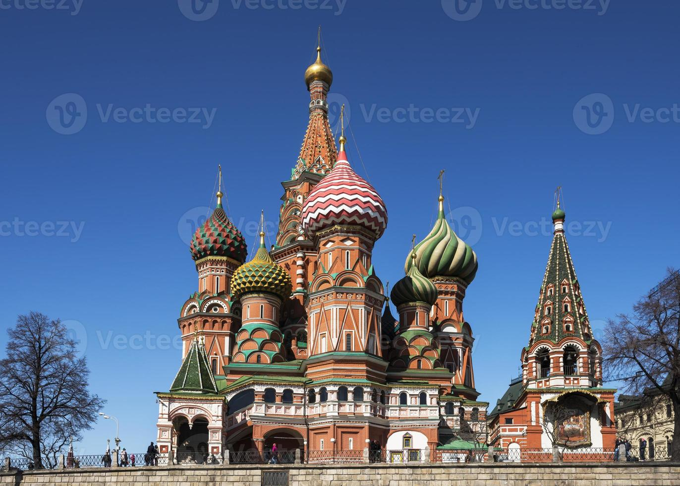 st. Basilikum Kathedrale auf rotem Quadrat. foto