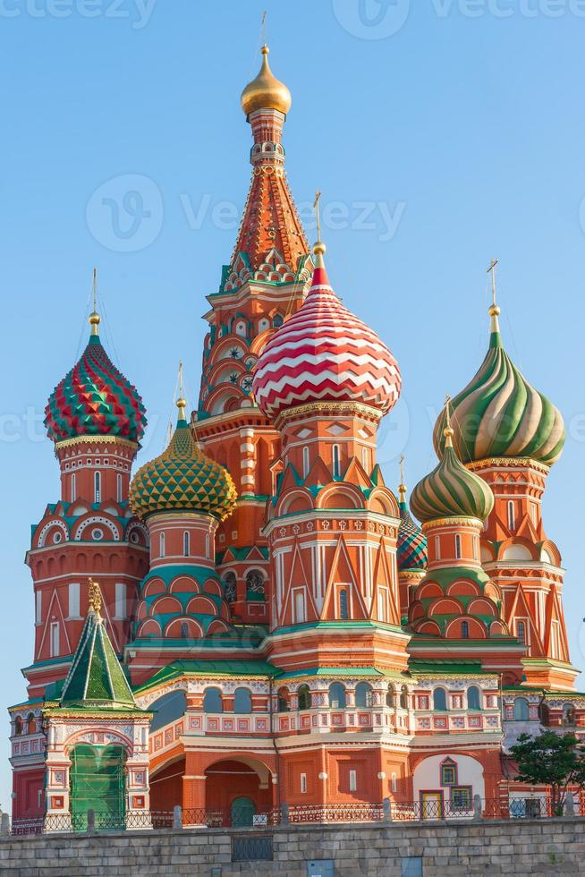 schöne Kuppel von st. Basilikum Kathedrale auf rotem Quadrat foto