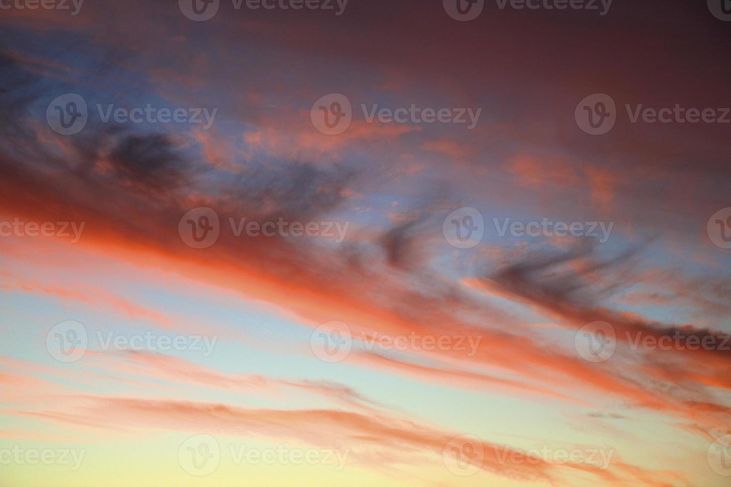 Sonnenuntergang mit Wolken foto
