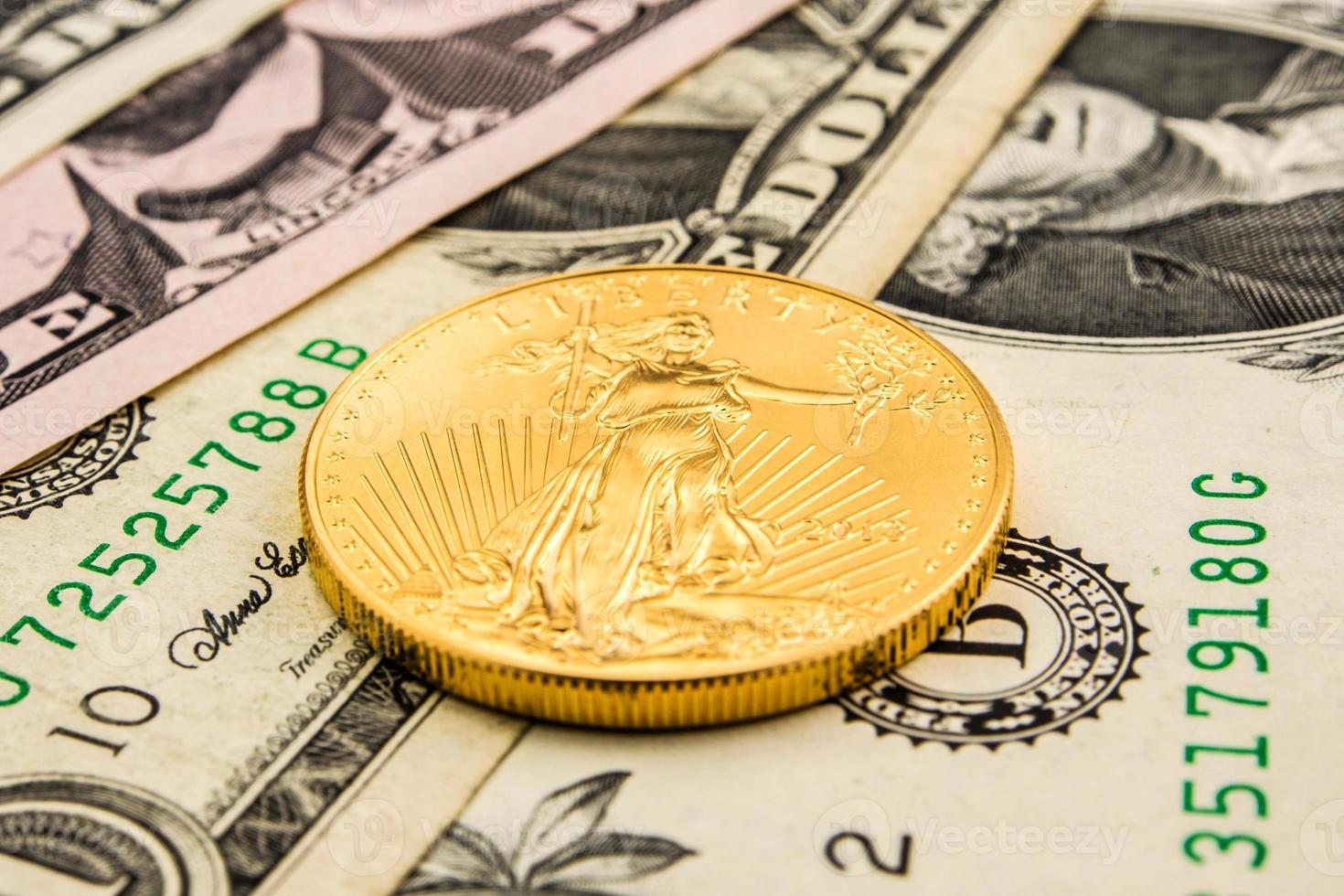US-Dollar mit Gold unterlegt foto