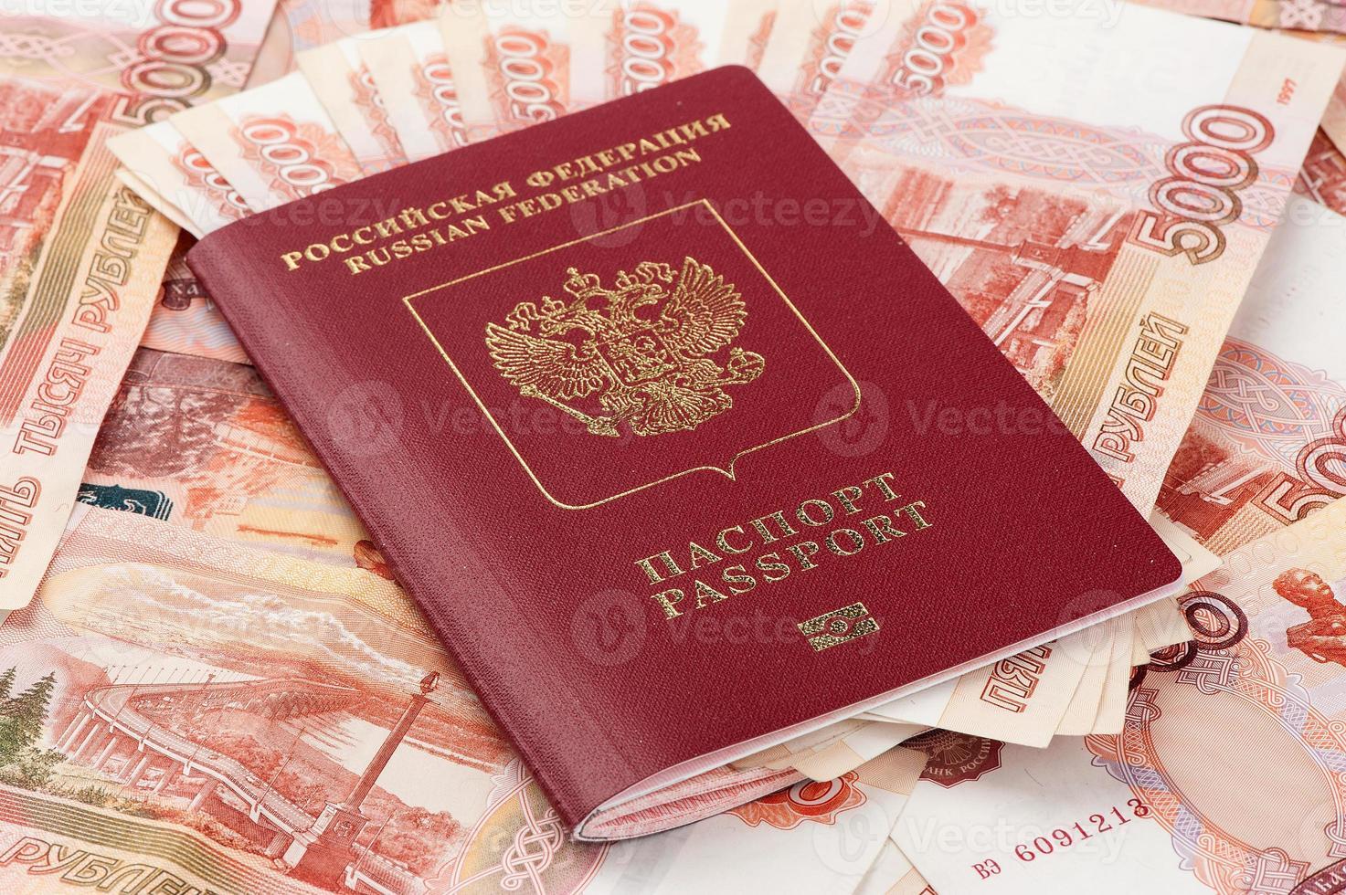 russischer Pass mit Geld foto