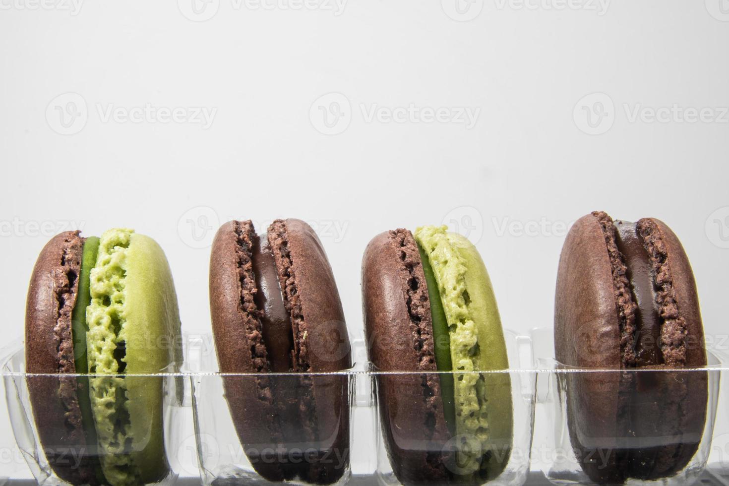 Macarons auf dem weißen Hintergrund foto