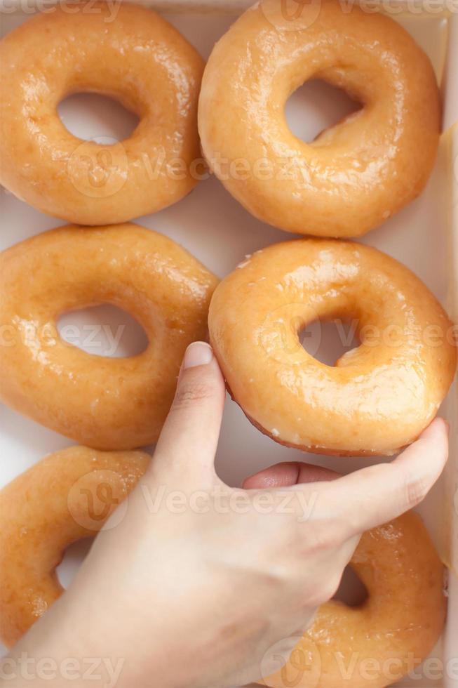 Donuts von Hand pflücken foto