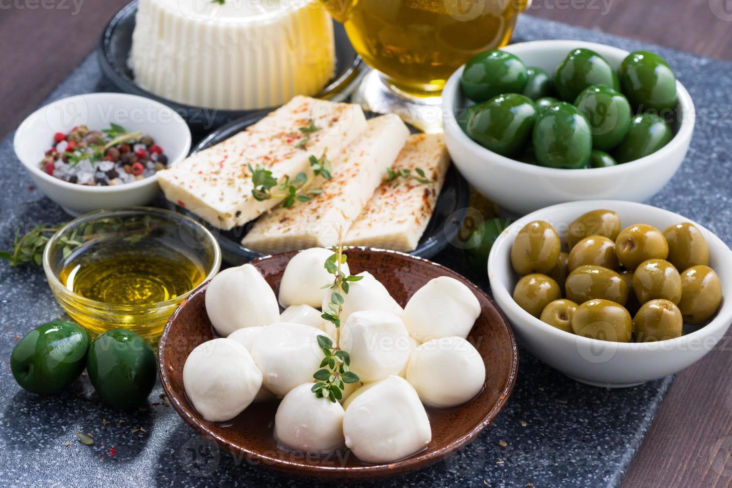 Käse - Mozzarella, Feta und Gurken foto