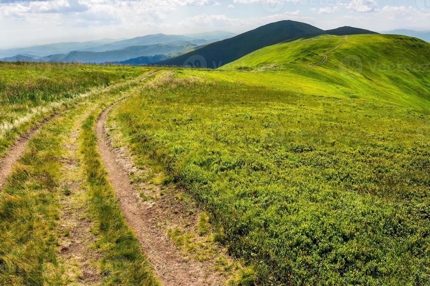 Weg auf dem Berggipfel foto