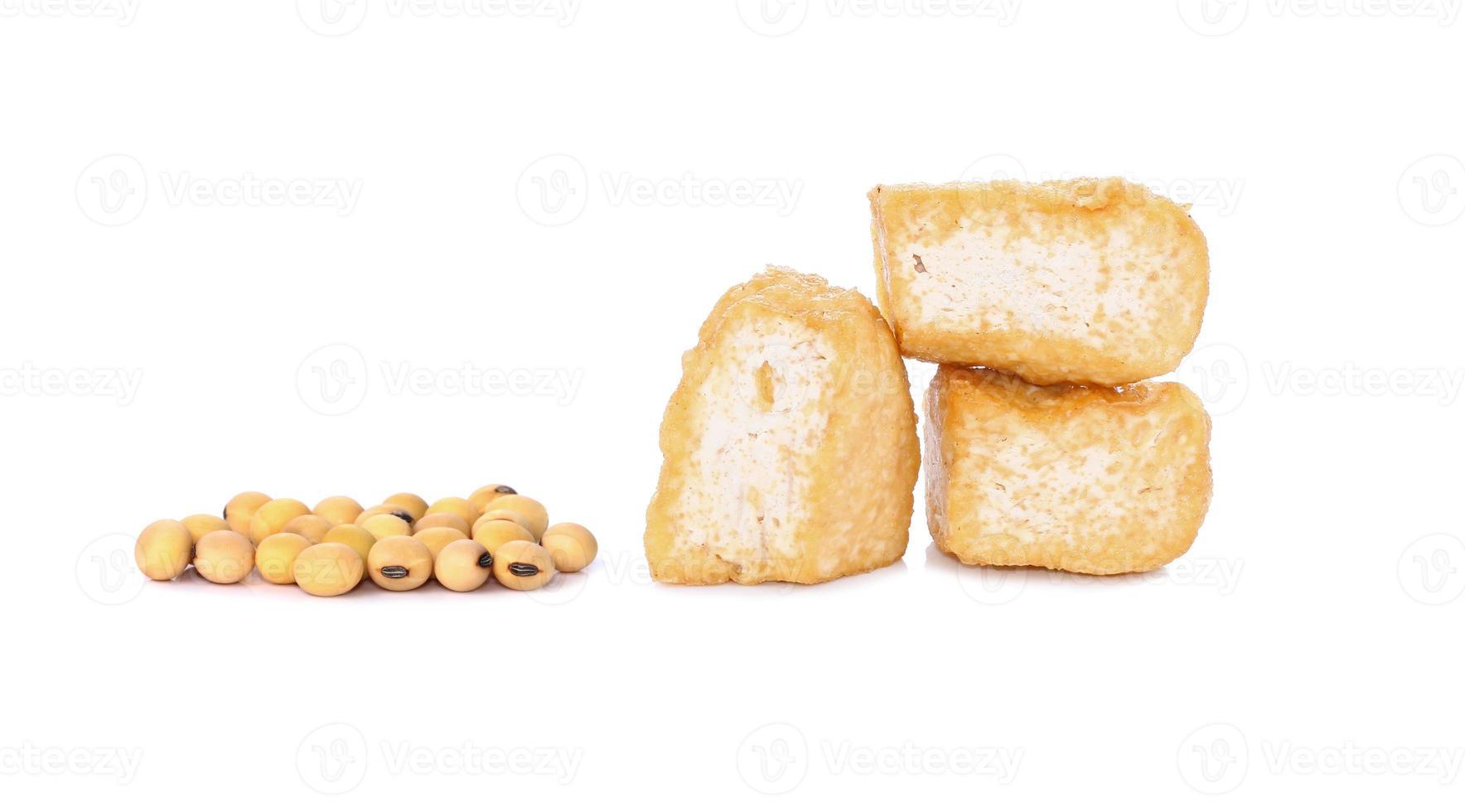 geschnittener Bohnenquark-Tofu über weißem Hintergrund foto