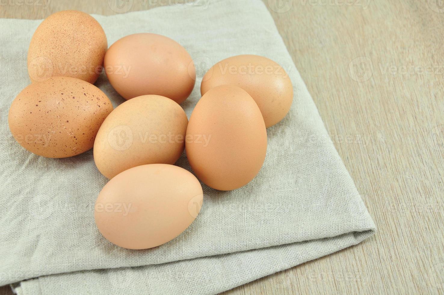 Eier auf Stoffhintergrund foto