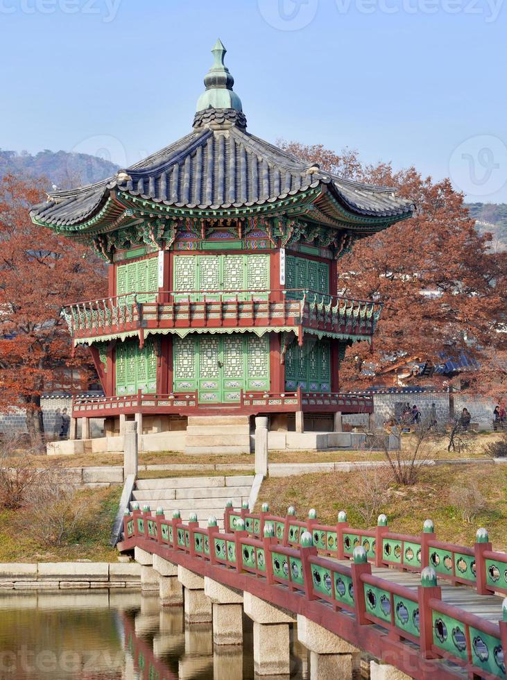 Pagode und traditionelle Architektur, Gyeongbokgung-Palast in Seoul, Südkorea foto