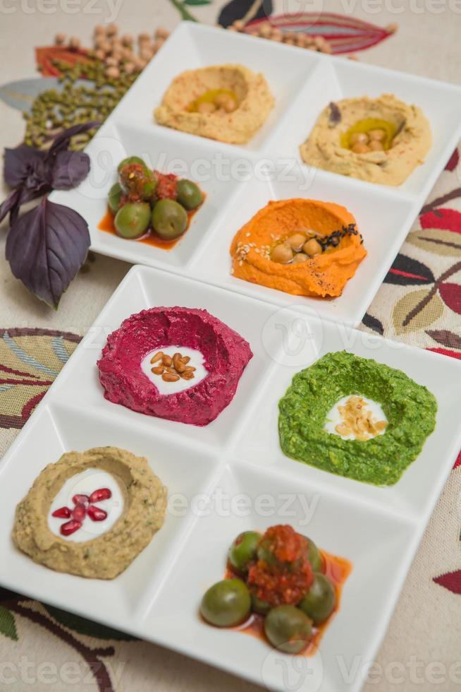 leckerer und gesunder Hummus foto