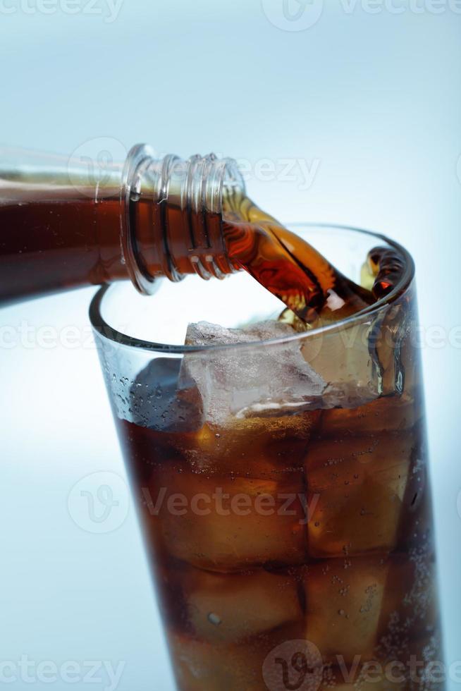 Cola mit Eis foto
