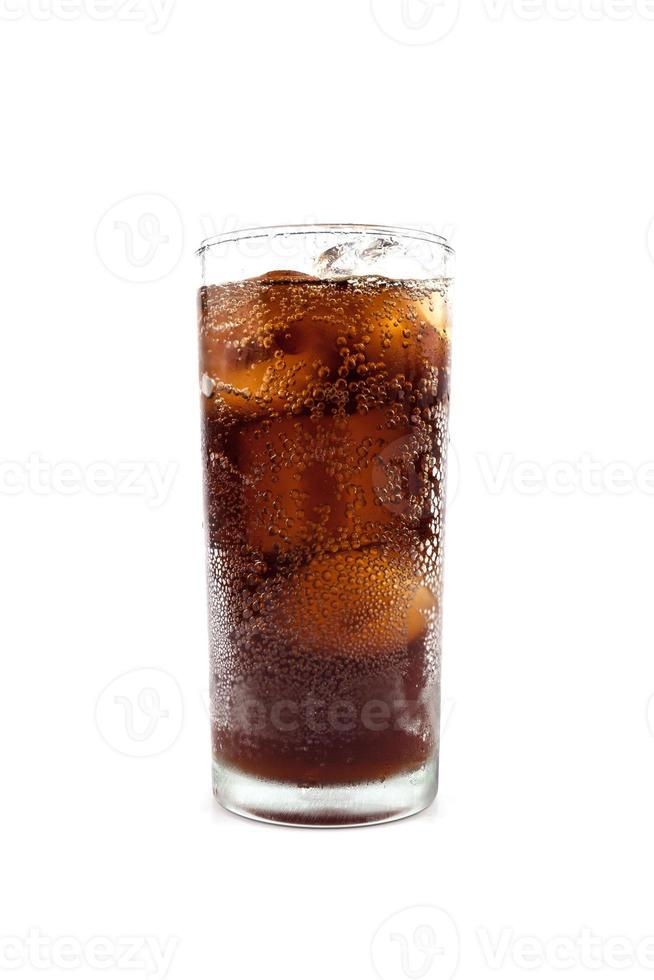 Cola in Glas trinken foto