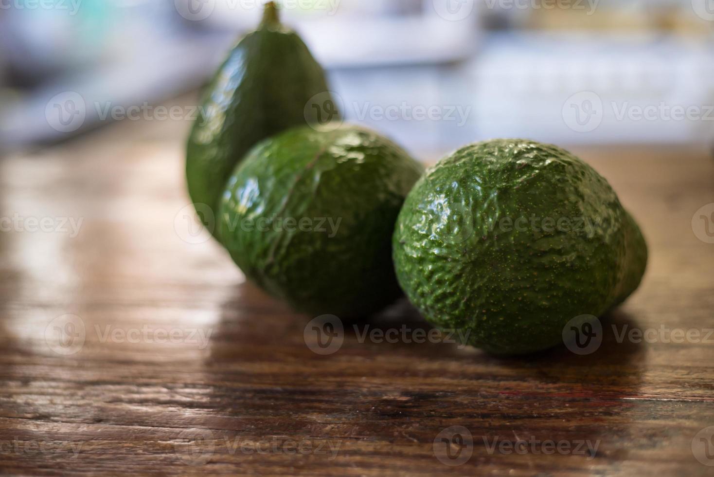 leckere Avocado, rohes tropisches Essen. foto
