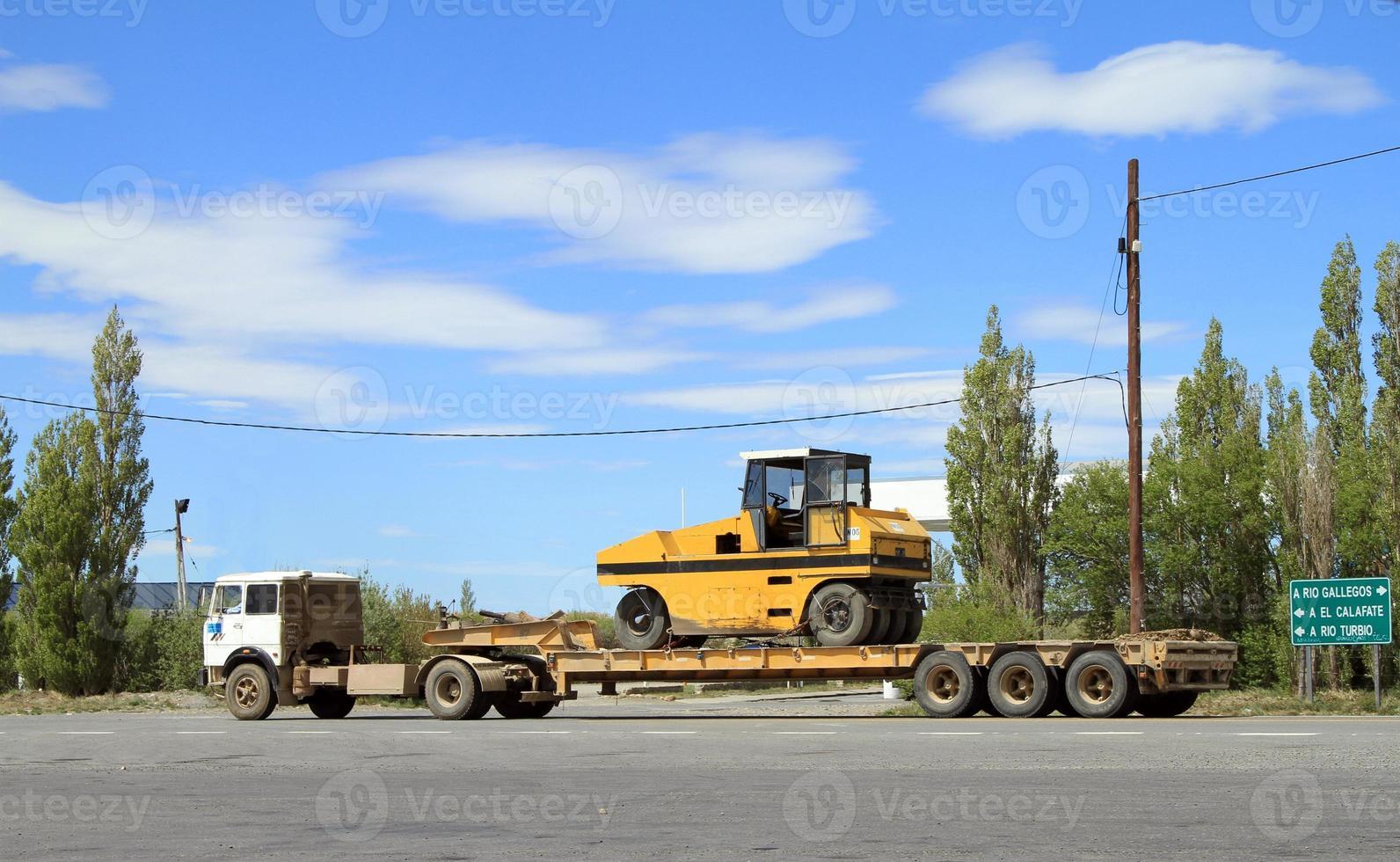 Transport von schweren Maschinen foto