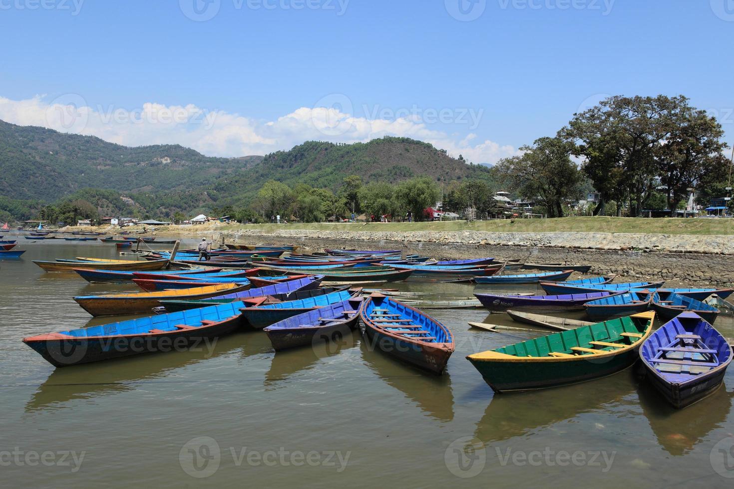 ruderboote auf dem pokhara sehen foto