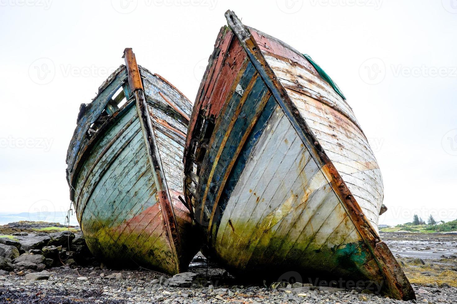 zwei alte Fischerboote foto