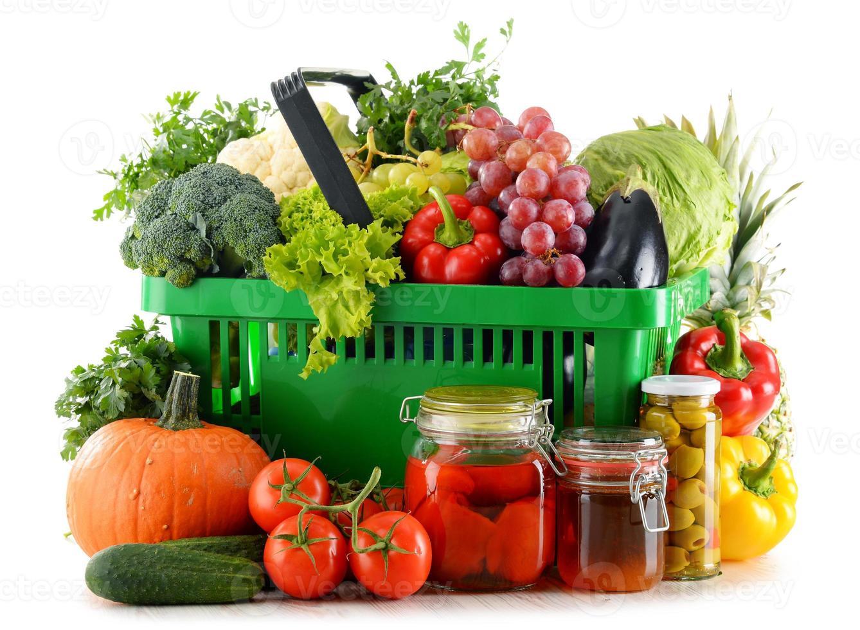 Zusammensetzung mit Bio-Lebensmitteln auf weiß isoliert foto