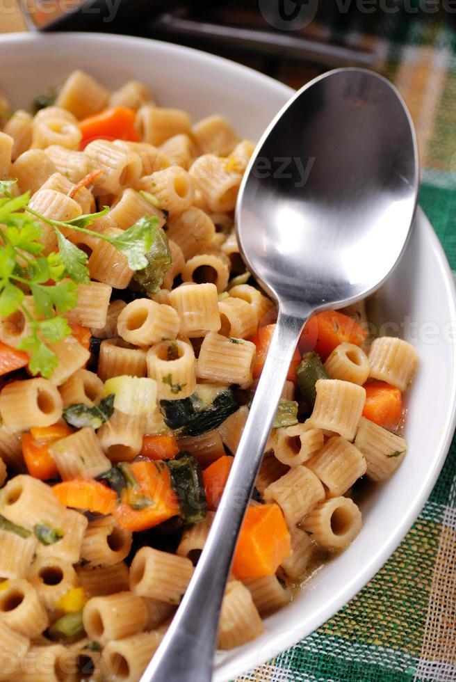 Teller Minestrone-Suppe foto