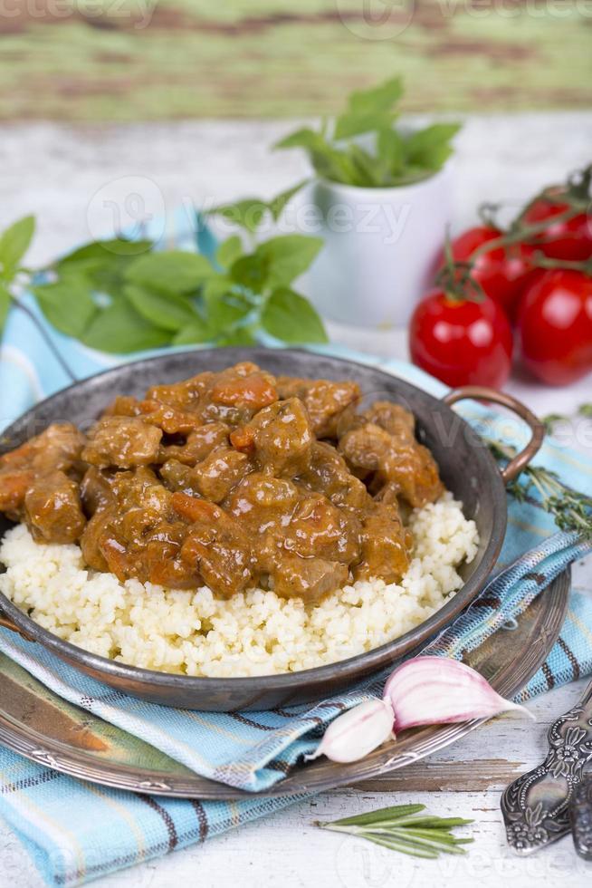 Fleischeintopf mit Couscous foto