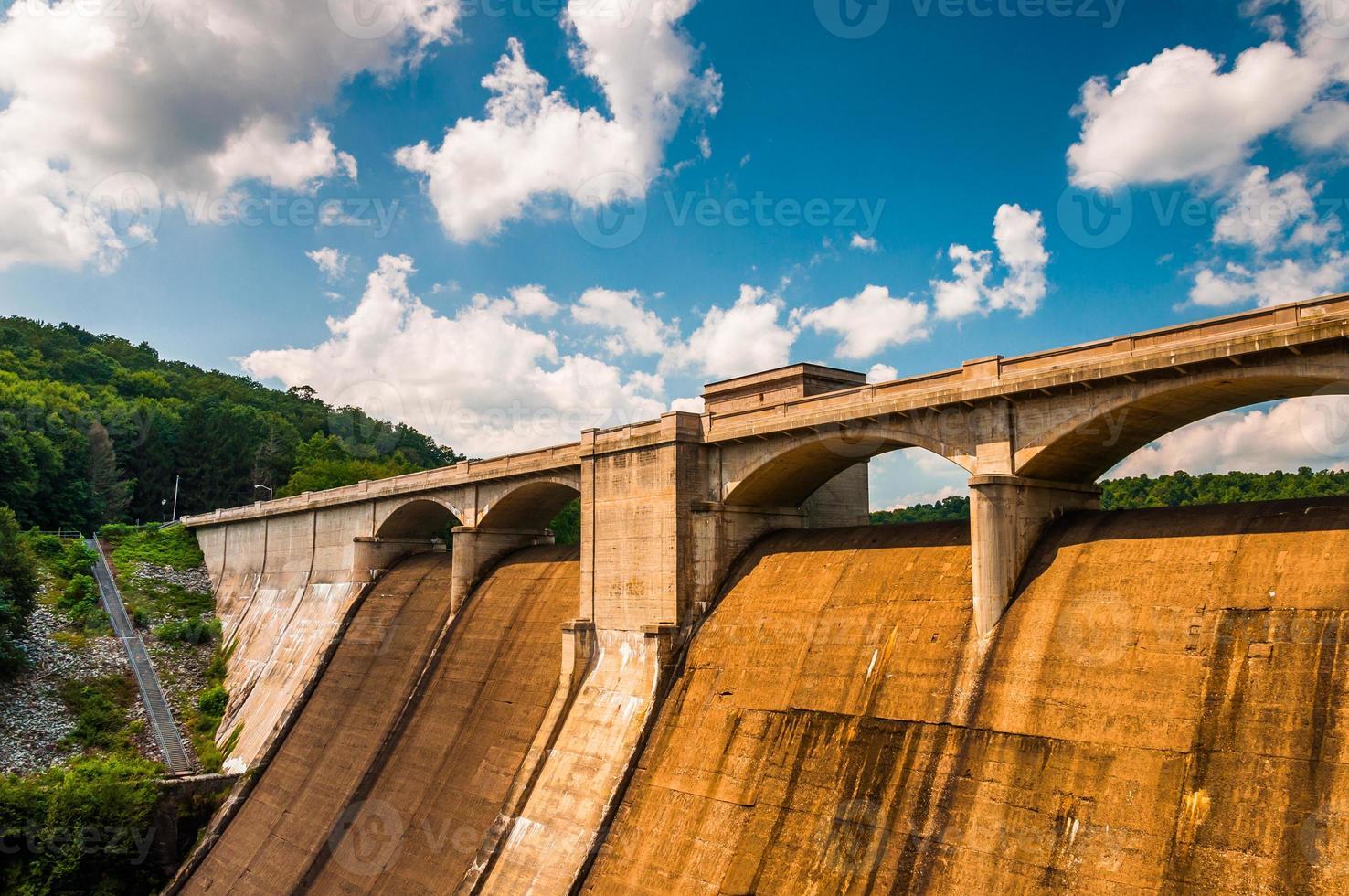 Wolken über dem Prettyboy-Damm in Baltimore County, Maryland. foto