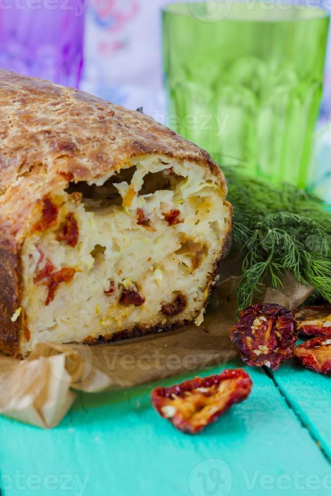 Zucchinibrot mit Käse foto