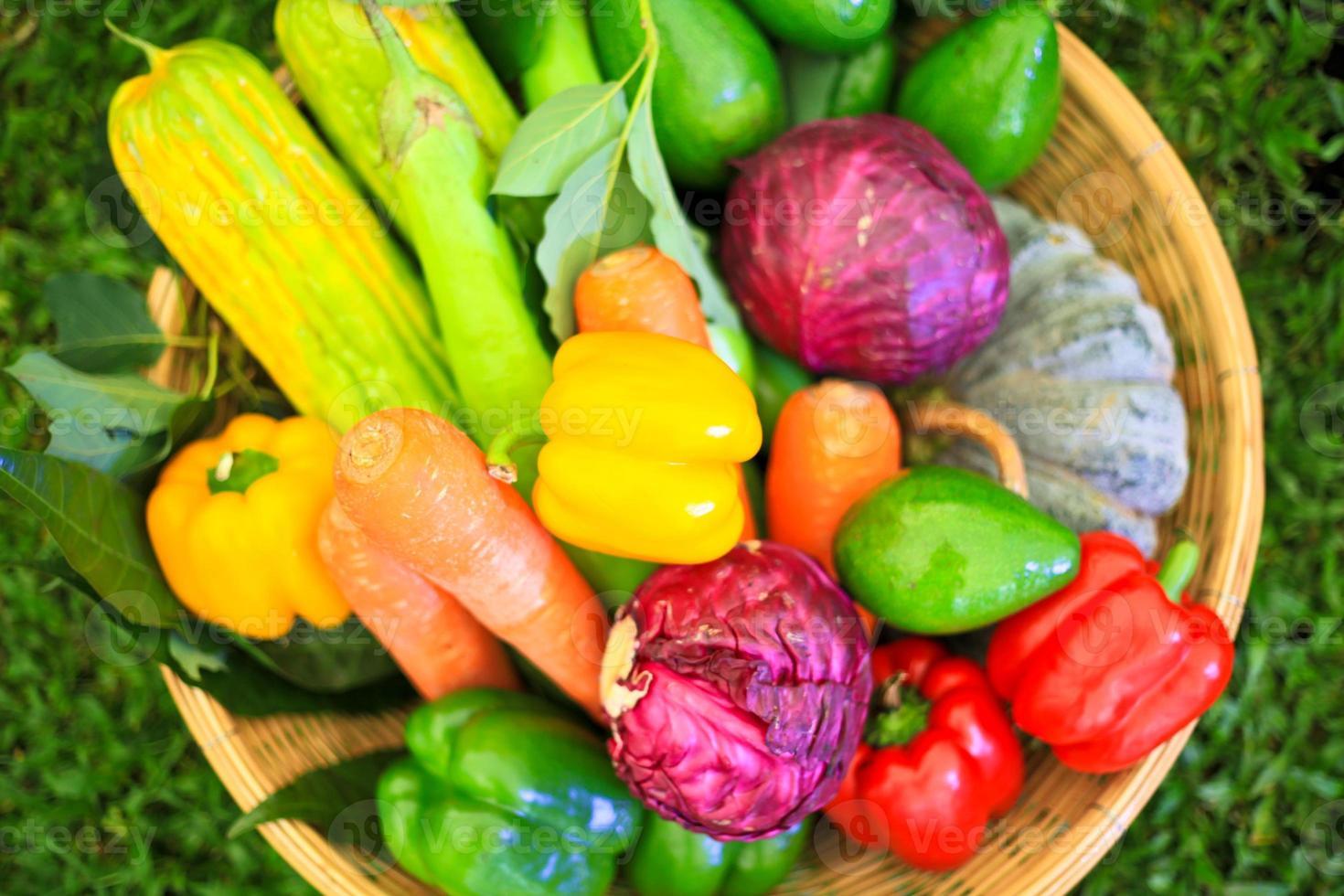 Obst und Gemüse, natürliches Stillleben für gesunde Ernährung foto