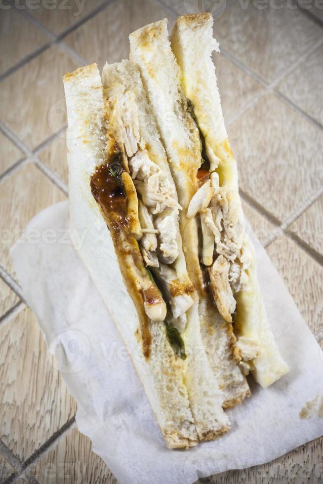 Hühnchen scharfes und würziges Sandwich. foto