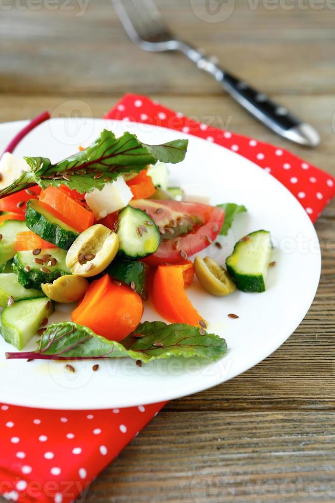 Salat mit Feta und Oliven foto