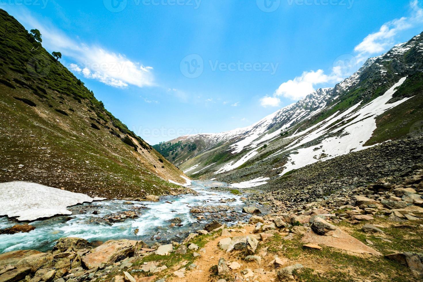 Fluss in den Bergen foto