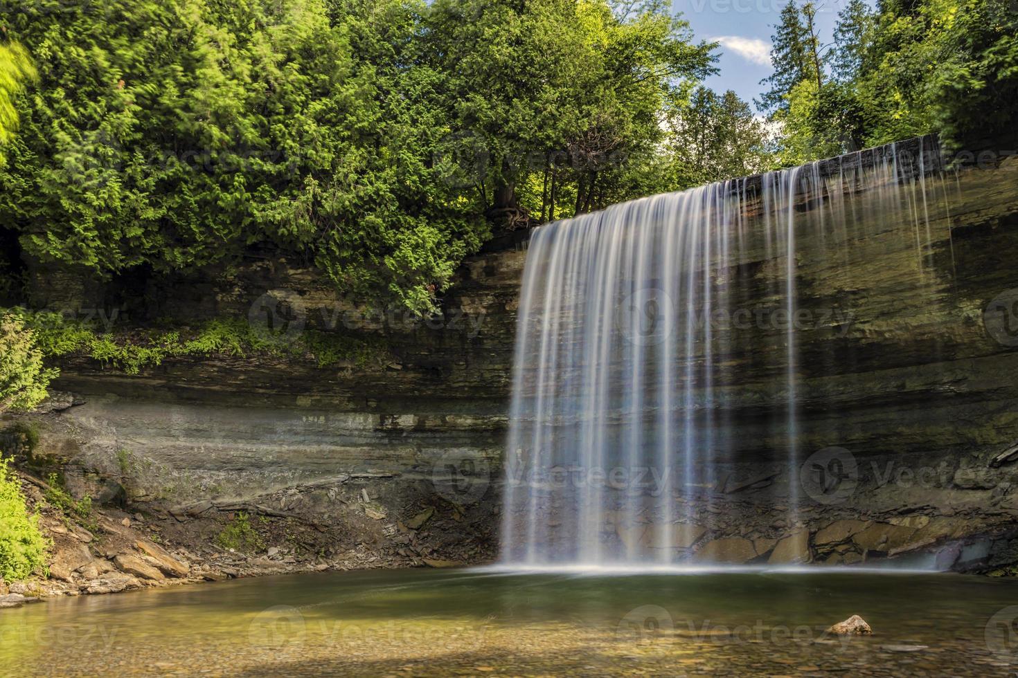 Wasserfall im Sommer foto