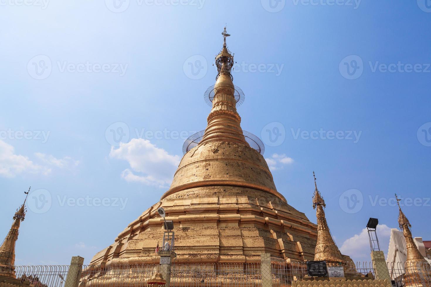 Botataung Pagode in Yangon, Birma (Myanmar) foto