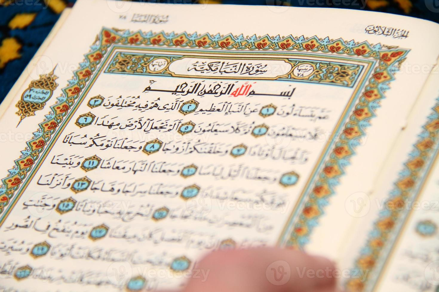 den heiligen Koran lesen foto