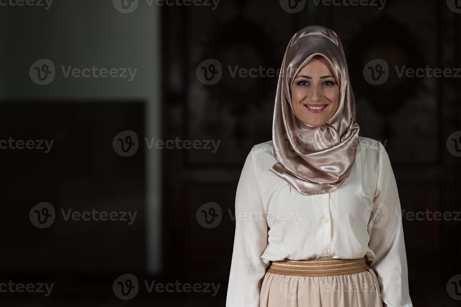 Porträt der jungen muslimischen Frau foto
