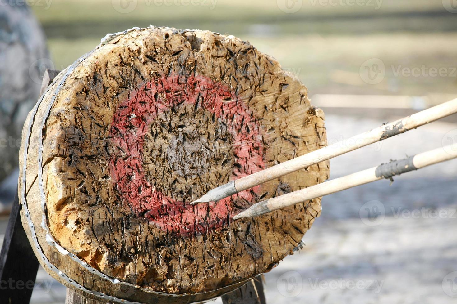 Cirrcle Bogenschießen und Speer Ziel im Freien als Hintergrund illustr foto