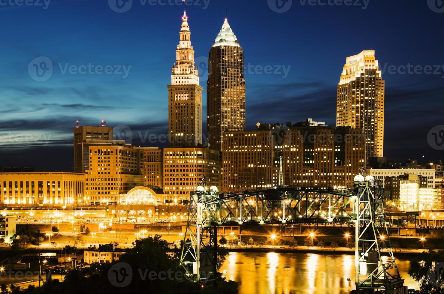 Cleveland während des blauen Abends foto