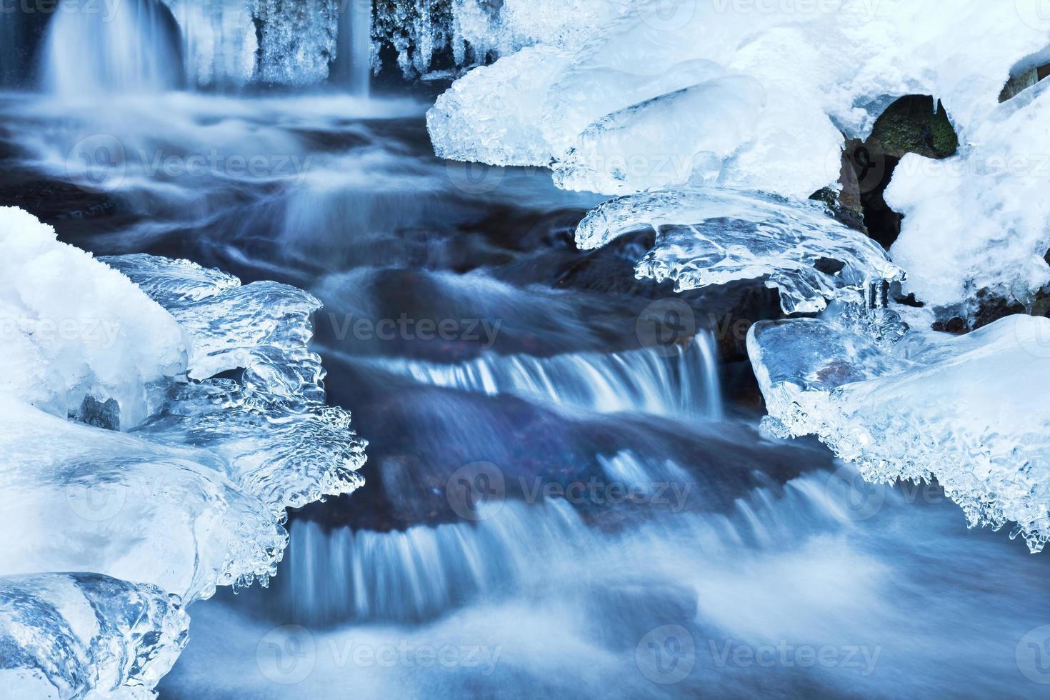 Bach im Winter foto